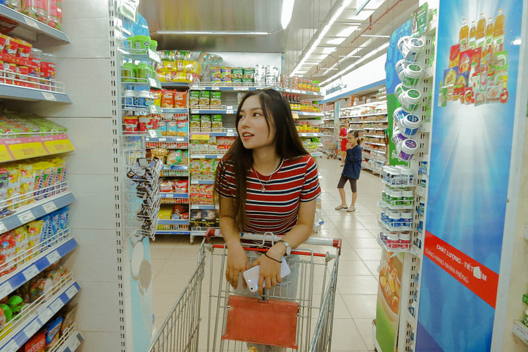 woman inside grocery strore
